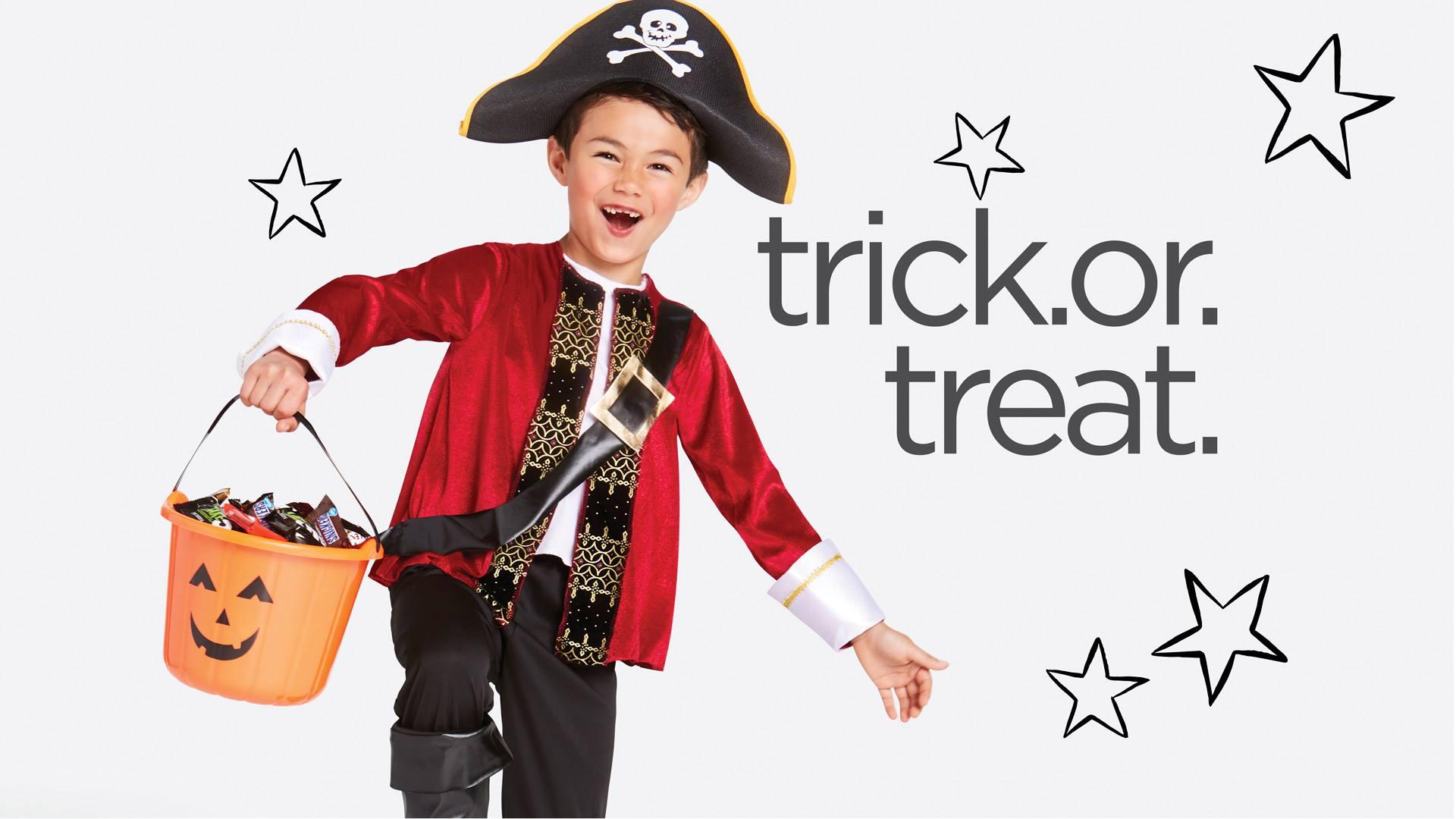 Trick or treat pirate kid